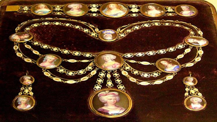 What is Victorian Jewellery?